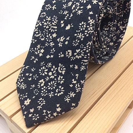 Corbata Azul marino con flores