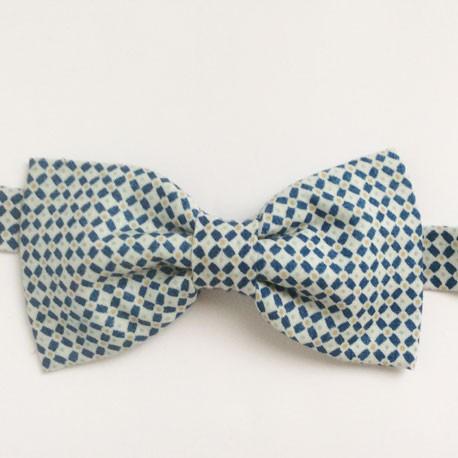 pajarita azul pequeños cuadros
