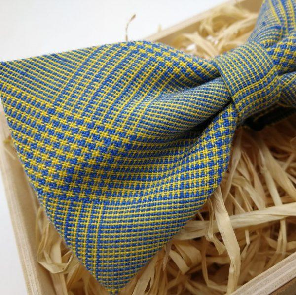 pajarita de cuadros en amarillo y azul
