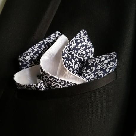 Pañuelo azul y blanco flores