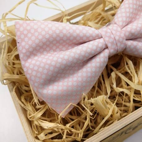 pajarita y tirantes rosa claro