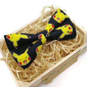 Pajarita negra pikachu