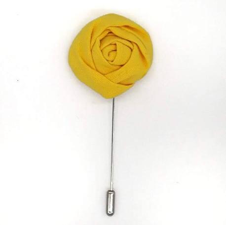 Alfiler solapa flor amarillo intenso