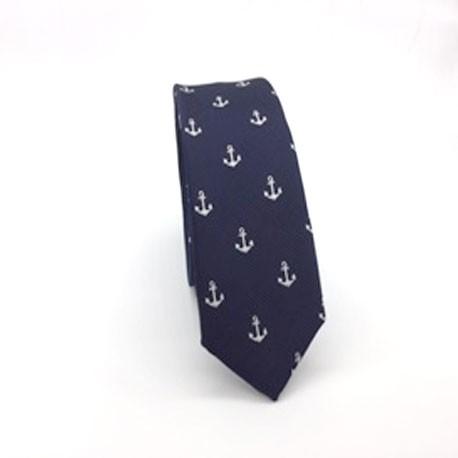 Corbata azul marino con anclas